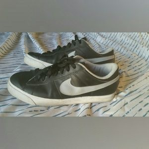 Men's Leather Nike Sneakers Size 11